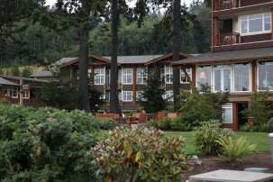 Alderbrook_Exterior Lawn and Greenery