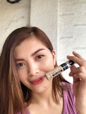 Girl-holding-makeup-concealer
