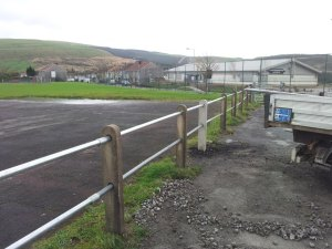 concrete-poat-and-rail-cymmer-4