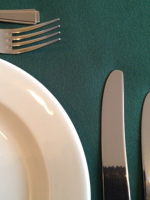 "FOREST GREEN LINEN TABLECLOTH 70"" x 70"""