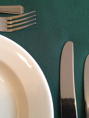"FOREST GREEN LINEN TABLECLOTH 70"" x 108"""