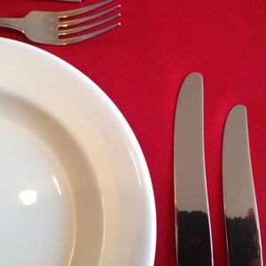 RED LINEN TABLE RUNNER