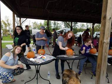 Kid Crafts - Pumpkin Painting