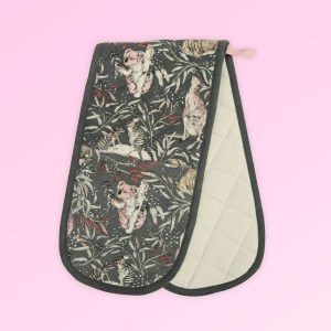 Double oven mitts, insulated. Made with organic cotton featuring Australian animals.