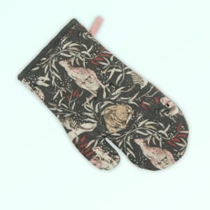 Single oven mitt, insulated. Made with organic cotton featuring Australian animals.