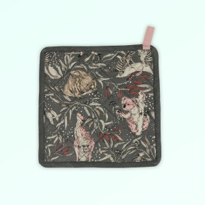 Pot holder, insulated. A square pot holder made with organic cotton featuring Australian animals.