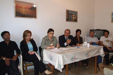 """Pino Soriero con alcuni candidati de """"I Democratici Riformisti"""" durante la conferenza stampa"""