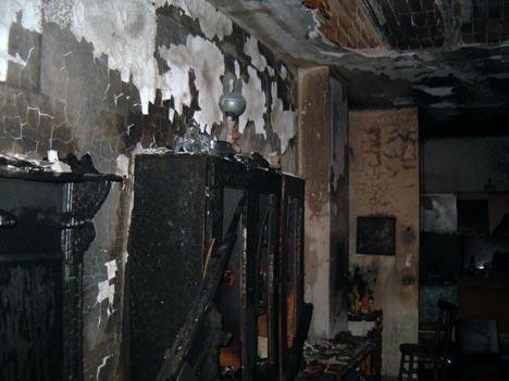 Appartamento danneggiato dalle fiamme
