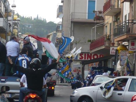 Festa sul corso di Soverato per la vittoria dello scudetto numero 16 dell'Inter
