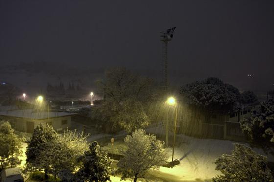 Foto notturna mentre nevica a Davoli Marina