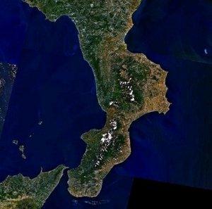 La Calabria vista dal Satellite (fonte Wikipedia)