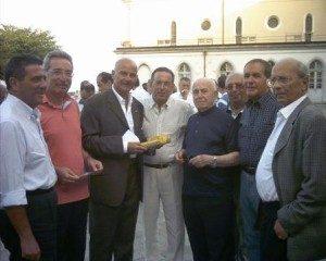 don-leo-marino-con-un-gruppo-di-ex-allievi-salesiani-300x240