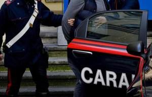 Ingoia involucro con droga durante controllo dei Carabinieri, arrestato