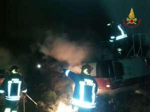 Due escavatori incendiati a Cropani