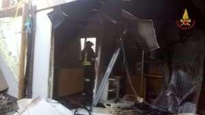 Lamezia Terme – Incendio in un container abitazione