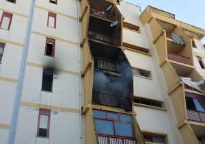 Catanzaro – In fiamme due appartamenti in un palazzo, evacuate famiglie