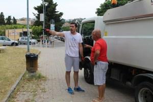 FOTO NEWS | Soverato – Un buon sindaco si sporca anche le mani
