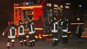 A fuoco capannone di un'azienda, carbonizzato un giovane 27enne