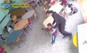 Due insegnanti arrestate per maltrattamenti su bambini