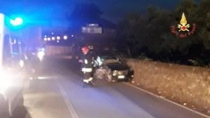 Auto perde controllo e sbatte contro un muro sulla Ss 106, ferito il conducente