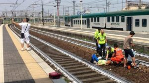 Donna travolta e gravemente ferita dal treno, giovane si fa un selfie