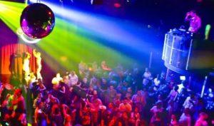 Ospitava tre volte più persone del consentito, sotto sequestro una discoteca