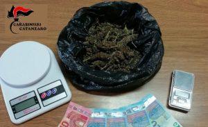Trovato con marijuana nello zaino, studente ai domiciliari