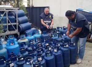 Blitz della Finanza in un deposito, sequestrate 261 bombole Gpl