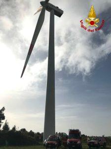 Esercitazione dei Vigili del Fuoco in una pala eolica