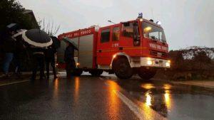 Fulmine provoca fuga di gas a Cardinale, strada chiusa