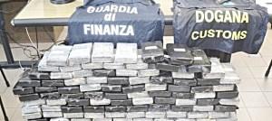 Autotrasportatore calabrese con 45 chili di cocaina, il Tir fermato a Civitavecchia al rientro dalla Spagna