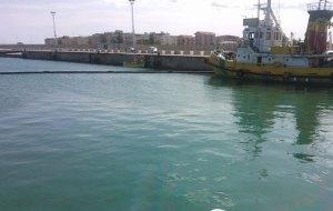 Trovato il cadavere di un uomo in mare, avviate indagini