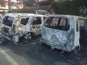 Incendiate due auto di padre e figlio