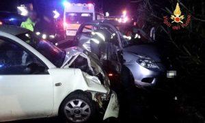 Scontro tra due auto su Statale 106 a Copanello, tre feriti