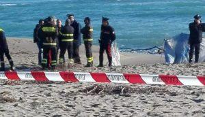 Cadavere rinvenuto in spiaggia, potrebbe essere un migrante