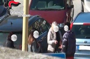 Soverato – Parcheggiatore abusivo aggredisce carabinieri e mentre fugge travolge pedone, fermato