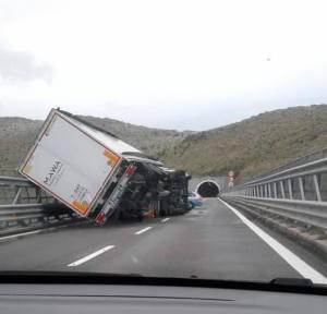 Maltempo in Calabria – Forti disagi per il vento e la neve, chiuse alcune scuole