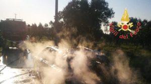 Auto in fiamme nel catanzarese, in salvo i passeggeri