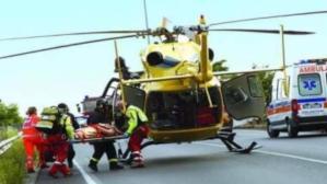 Scontro tra 3 auto sulla Statale 106, due feriti