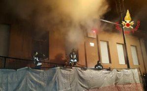 Incendio nella notte in una scuola primaria