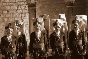 Gli alabardieri-bambini di Badolato?… Ricordano i giannizzeri turchi