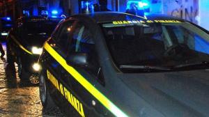 Inseguimento di 10 Km sulla Statale 106, due giovani arrestati dalla Guardia di Finanza