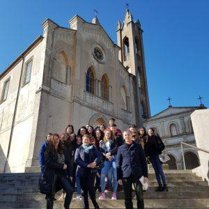 Chiaravalle apre le porte al turismo scolastico, tra storia e cultura