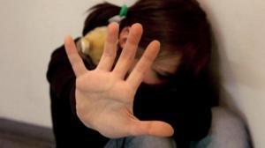 Tenta di abusare di minorenni, arrestato psicologo e responsabile di un consultorio