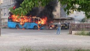 FOTO NEWS | Soverato – In fiamme due autobus in sosta