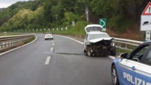 Auto perde il controllo e sbatte, ferito il conducente