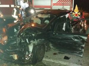 Auto impatta contro un muro nel catanzarese, ferito il conducente