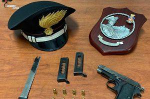 Litiga con il nipote e lo minaccia con la pistola, 47enne arrestato