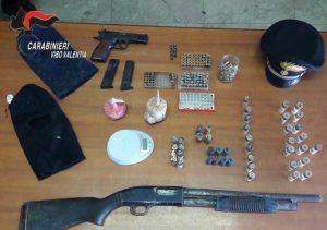 Scoperti armi e munizioni in un casolare abbandonato