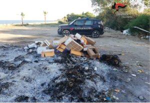 Santa Caterina Jonio – Brucia rifiuti causando fumi sgradevoli, denunciato titolare di un villaggio